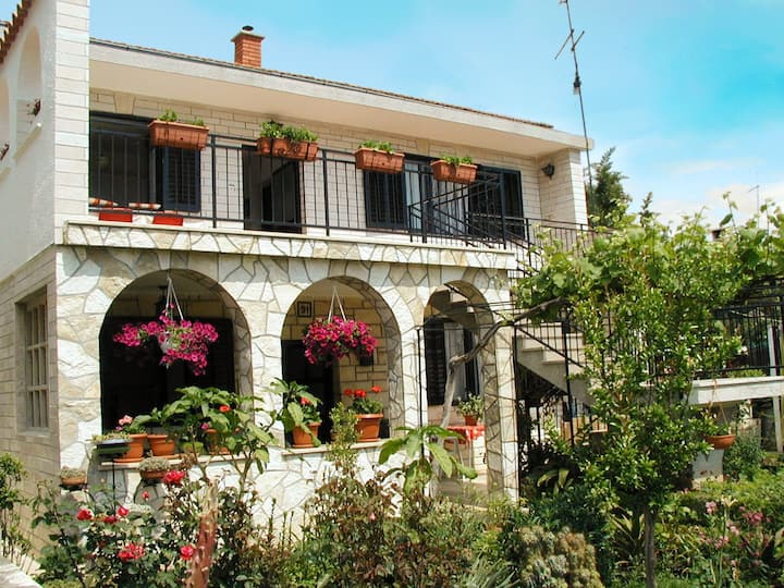 Apt for 2+2 pers - dog welcome in Novigrad R10630