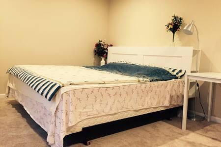 北西雅图独立别墅里的温馨大床房间独享 - Shoreline