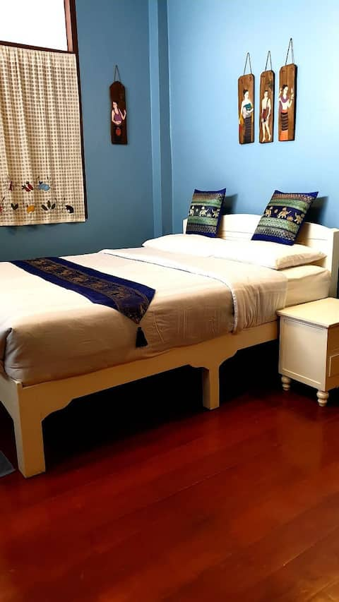 Heritage home in heart of Sankampang - Blue room