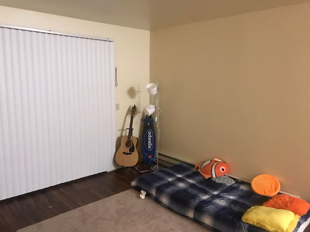 1 room available.