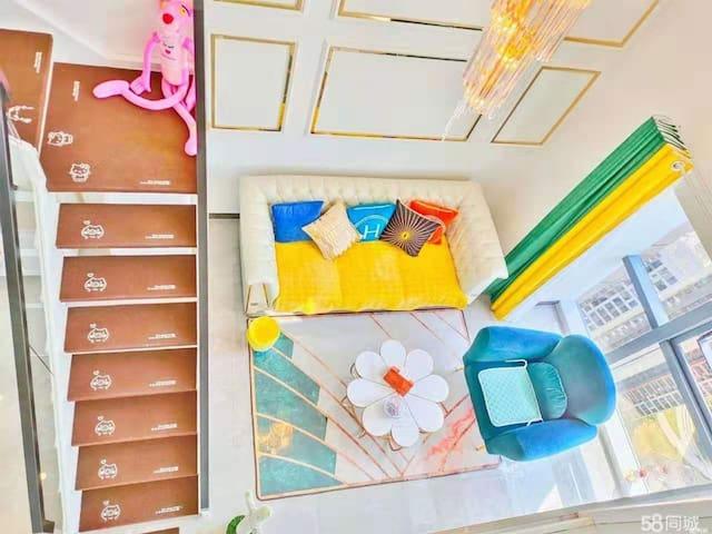 【偶遇】轻奢小复式loft女神公寓七公里河滩美景