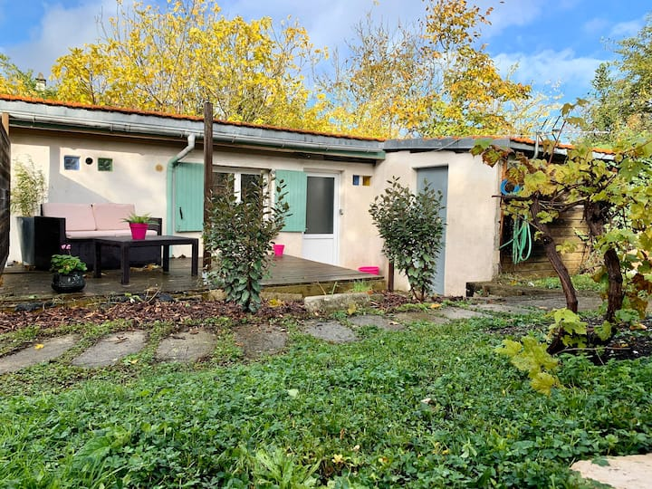 Studio avec terrasse et jardinet privatif