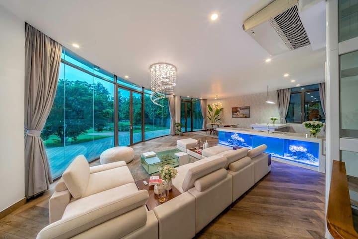 Fabulous stay at Modern Chic Villa w. River View