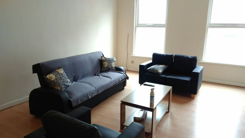 Entire 2 Bedroom Flat in Eccles