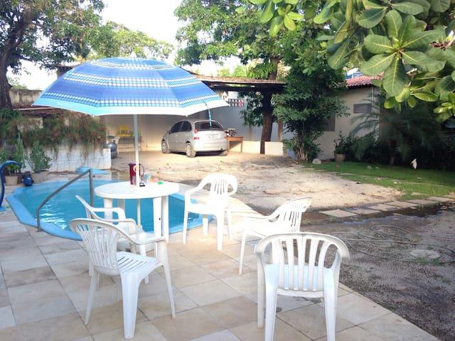 Casa com piscina à 50m da praia. - Maceió