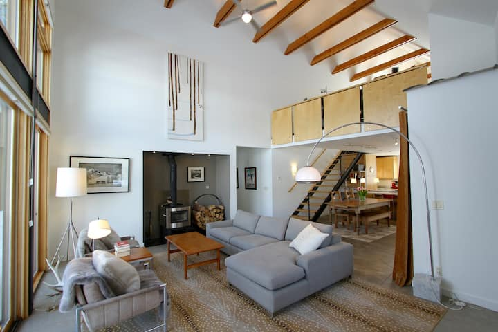Modern Luxury Ideal For Your Ski Vacation