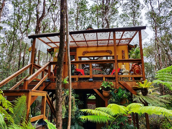 Peaceful Rainforest Treehouse Retreat