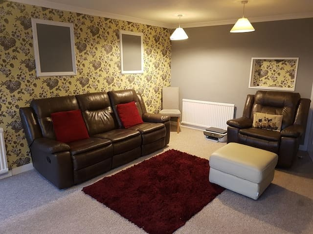 Cheap & cheerful small bright room. 10.5ft x 7.5ft