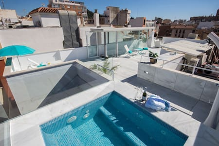 Stunning penthouse with private roof-top pool - Málaga - Apartament