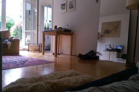 Gemütliche 1-Zimmer-Whg. MIT Garten! - Monaco - Appartamento