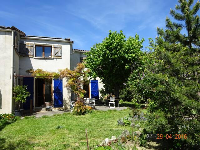 2 chambres  hébergement pour 4 personnes - Carcassonne - House