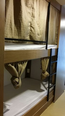 BGC Short Term Stay / Shared Room / Bunk Beds