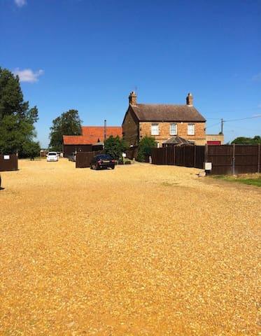 Spacious, comfortable & traditional Farmhouse