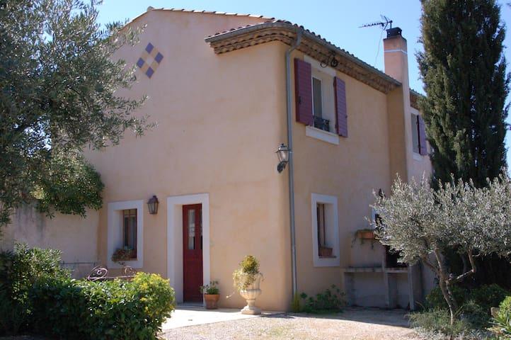 Appartement 30 m², piscine, à 3 km d'Aix - Meyreuil - Pis