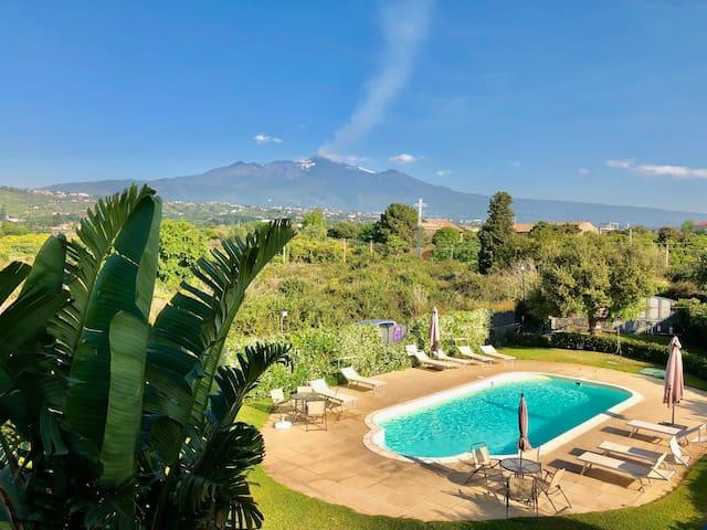 Trilocale vista Etna e mare con piscina