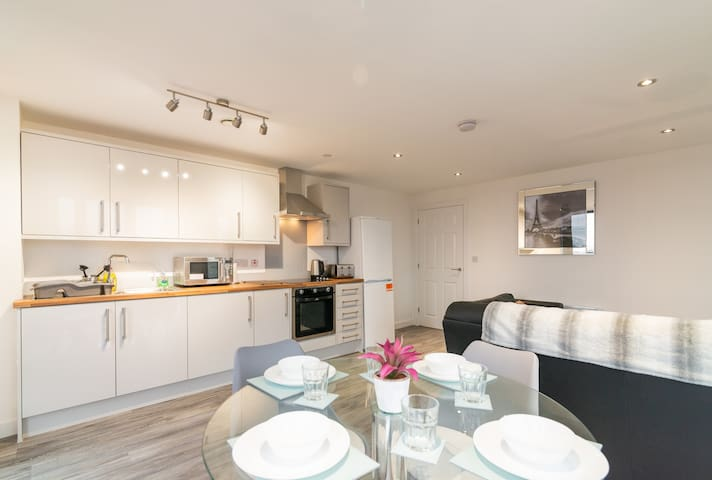 Stunning 2 en-suite Manchester apartment sleeps 6