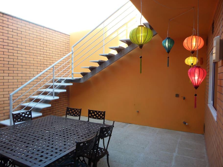 Cour intérieure avec bbq - accès à une terrasse