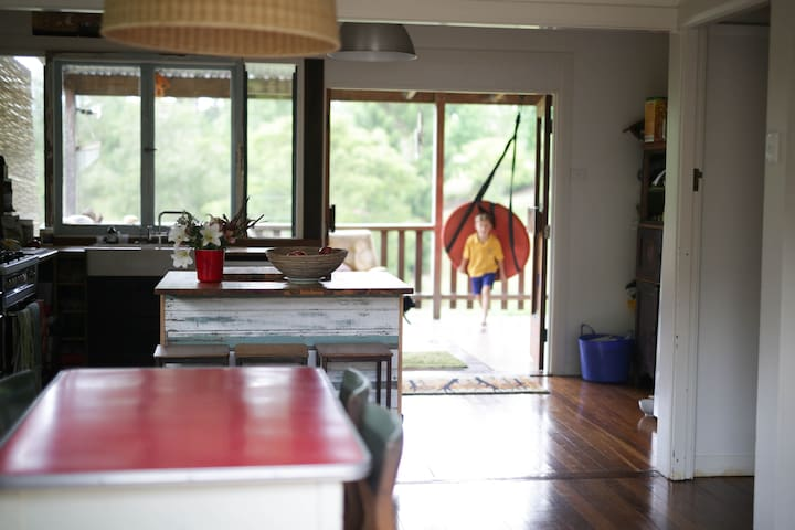 A place of your own in Bello - large breezy funky - Bellingen