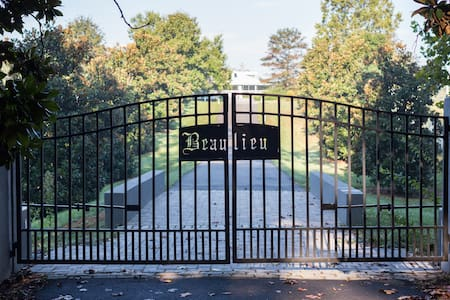 Beaulieu, a country estate - Earlysville - 独立屋