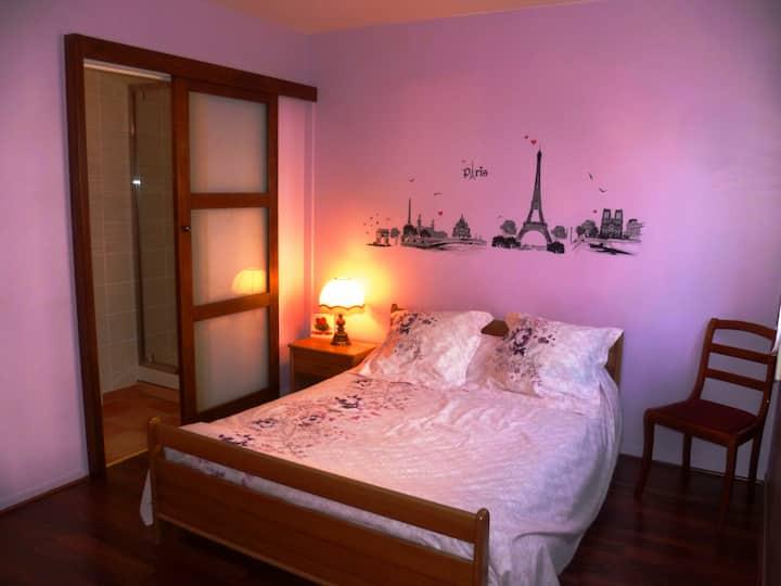 Chambre avec salle de bain privée, proche Disney