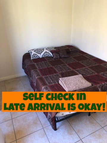 Quiet Private Bedroom Close To All Major Cities!!