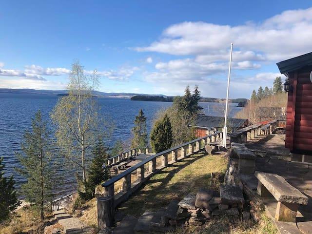 Hytte 40 min fra Oslo, fantastisk utsikt og strand