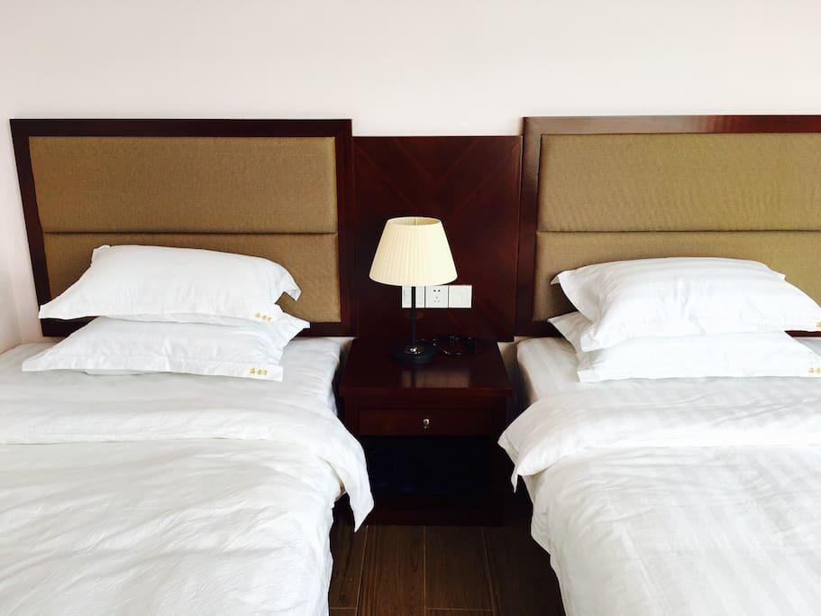 干净舒适的床铺