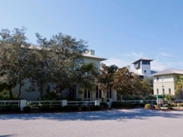 CRUSH & SQUIRT Corner house & Lot - This property is one of the largest lots in Carillon Beach.  SQUIRT has a private driveway from CRUSH, if you are renting this Guest House by itself.