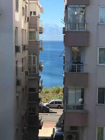 Denize 500 metre şehir merkezinde daire