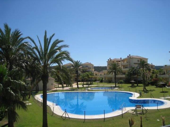 Villa with own garden. long term, San Roque Club