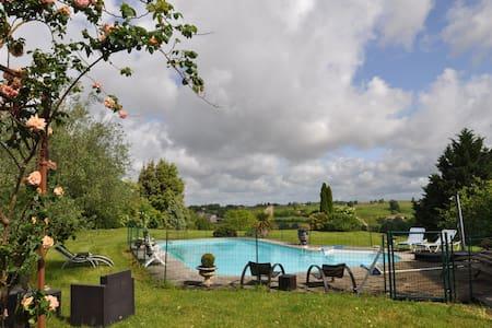 Chambres d'hôtes charmantes - Saint-Vivien-de-Monségur