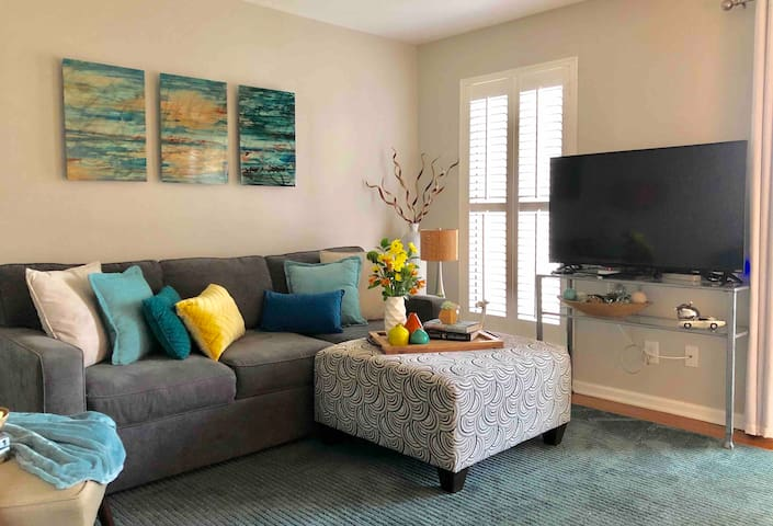 DOWNTOWN Waterfront Condo; relax on river w/ pool!