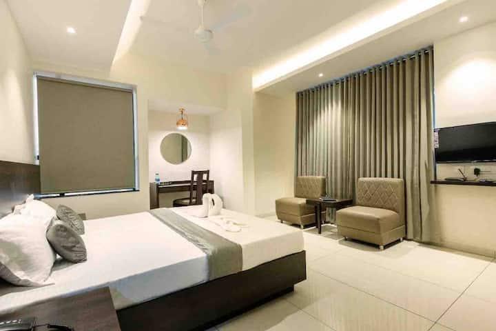 Paramount Suites & Service Apartments-Suite Room