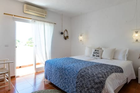 Utopia Guest House Twin Room with Balcony