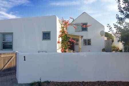 Mary and Joseph - Paternoster - Apartamento