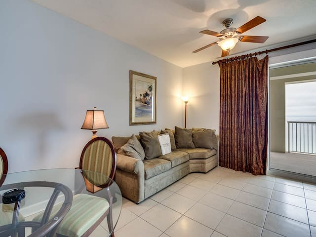 Comfortable gulf front condo, 2 beach chairs included, Short drive to dining