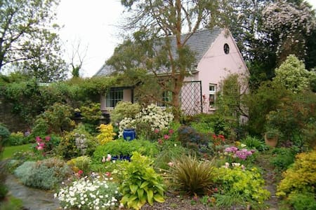 Garden Cottage - Idyllic Retreat