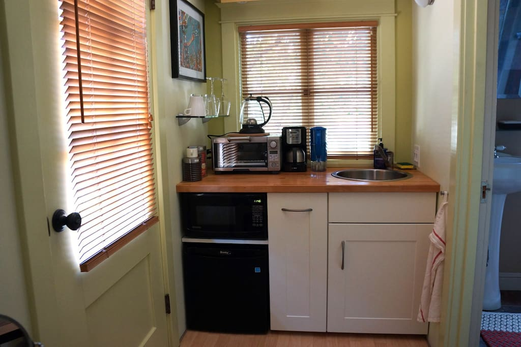 Kitchenette w/ fridge, microwave, sink, coffee & tea, more.
