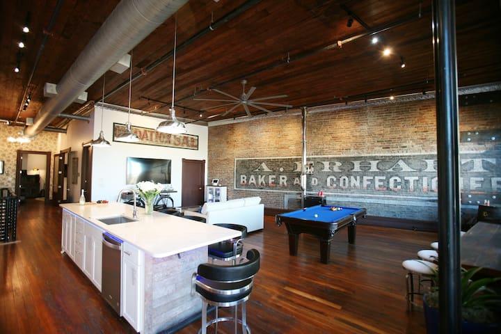 Capone's Loft -  Historic Downtown, unique luxury!