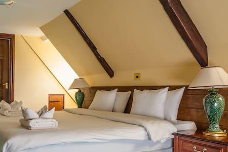 The King's Head Inn - Llandovery - Inap sarapan