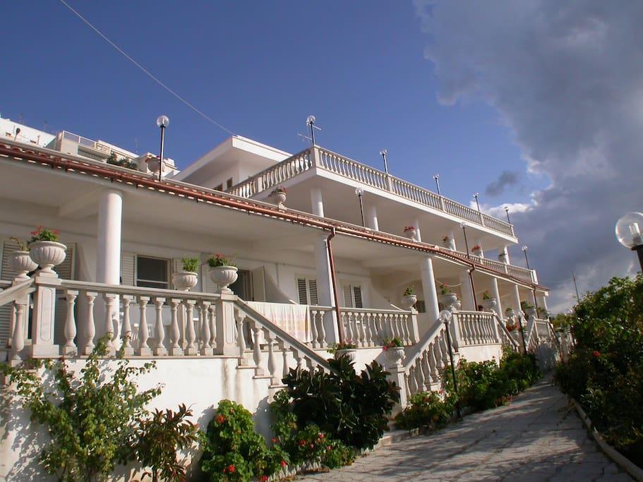 Appartamento panoramico sul mare in puglia appartamenti for Appartamenti pescoluse sul mare