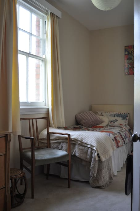 Light, airy and comfortable single room