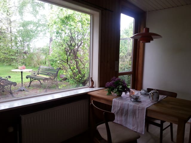 cosy litle house with lovely garden - STEGE Torstrup - Casa