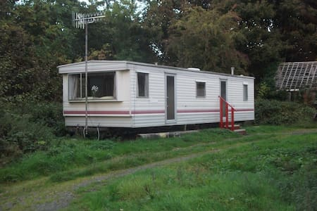 caravan on edge of  farmyard - Llandderfel - Andere