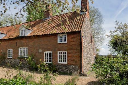 Lovely Cottage in Centre of Village - Castle Acre - Hus