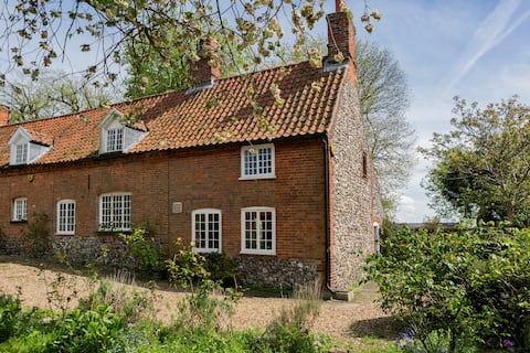 Peaceful location but in the centre of Castle Acre village