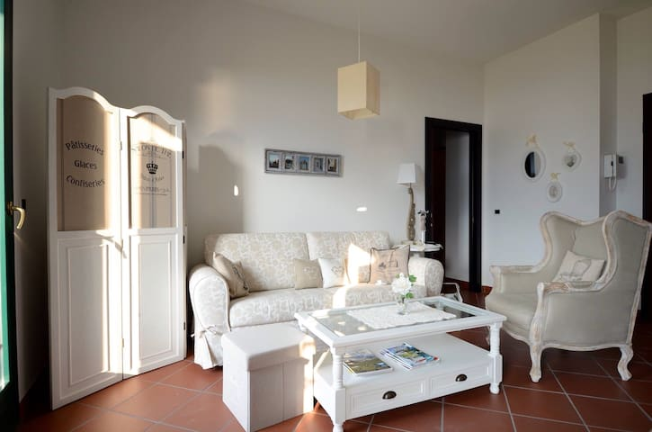 A gorgeus apartment on Garda Lake ( Campione )
