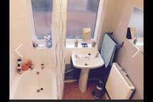 BATHROOM WITH BATHTUB AND SHOWER. YOU CAN USE SHAMPOO AND SHOWER GEL :)