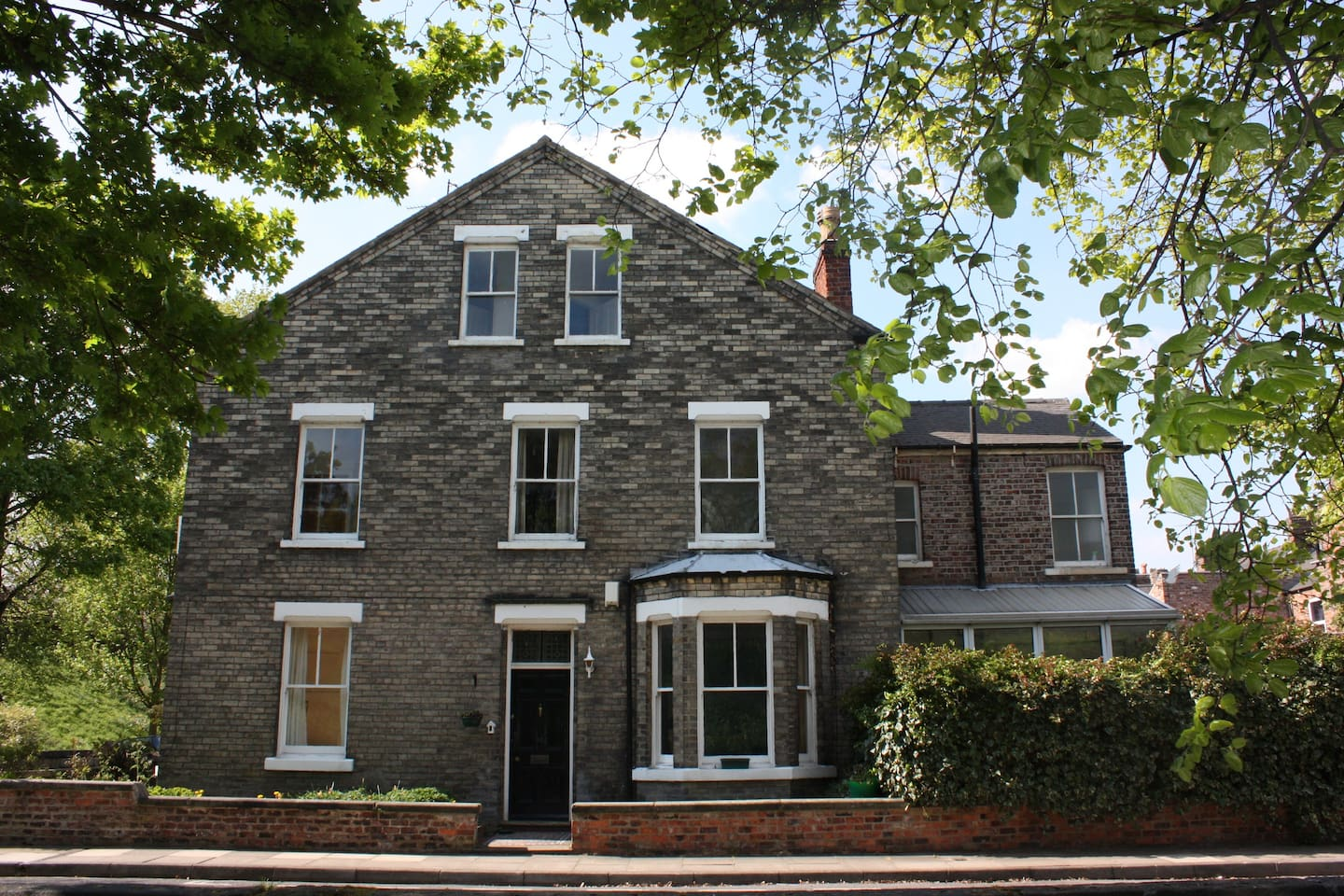 Large 5 bedroom Victorian house is right on the corner of Baile Hill terrace and Newton terrace