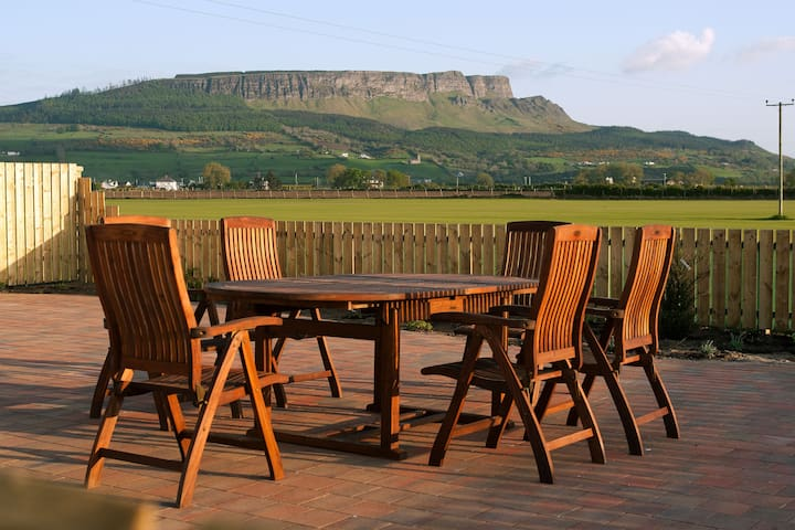 Binevenagh View Cottage - Limavady